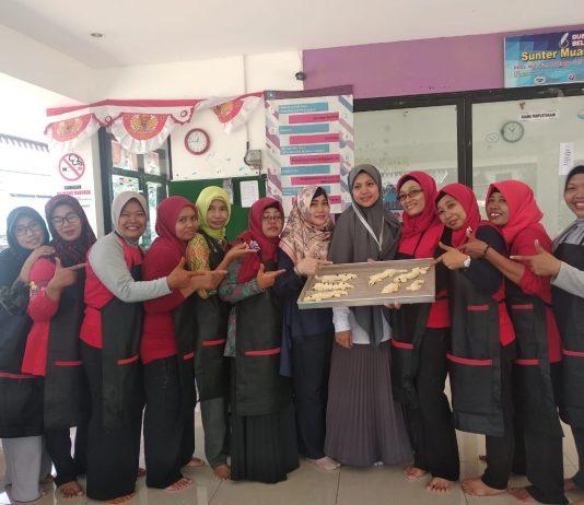 peserta program csr kewirausahaan pelatihan membuat roti buaya